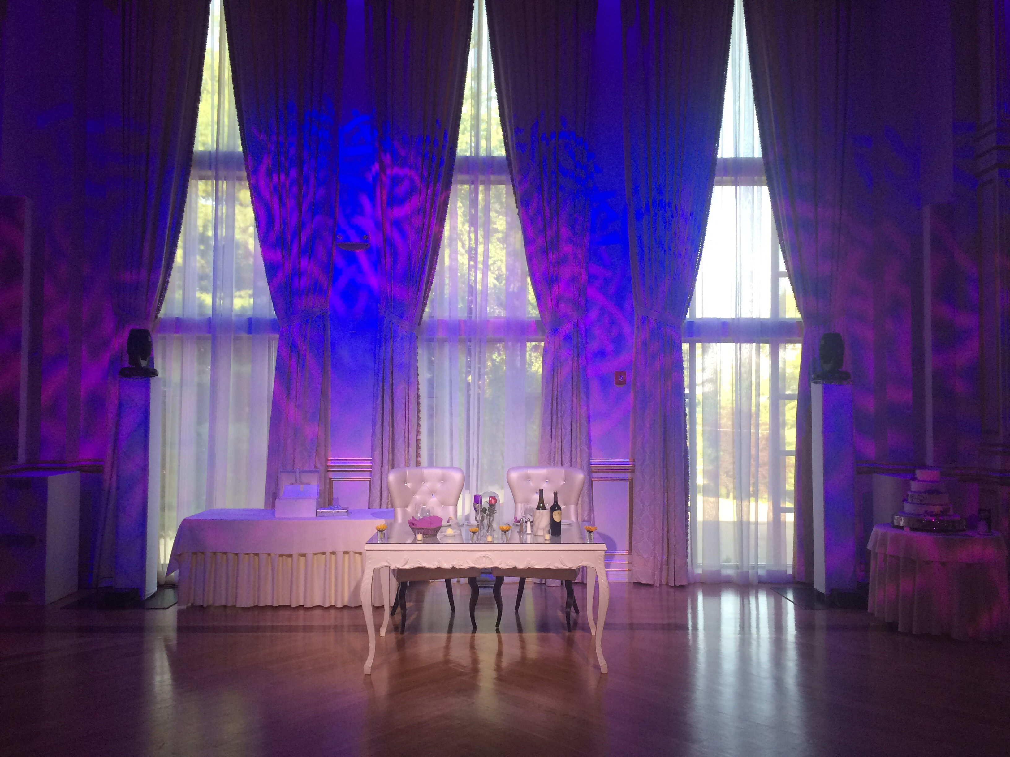 Head table with lighting