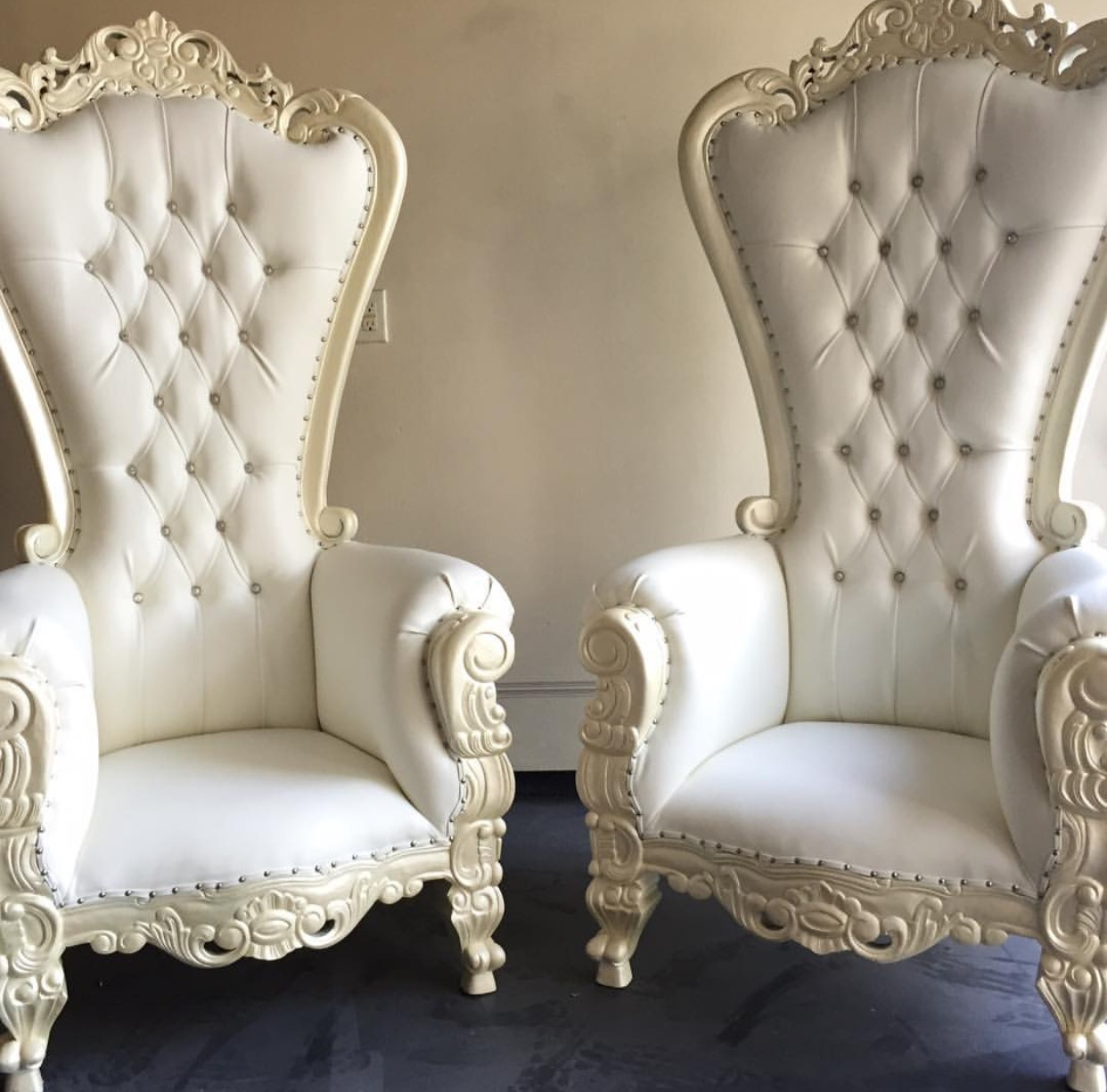 Astounding Nj Ny Throne Chair Rentals New Jersey New Yorks Wedding Dailytribune Chair Design For Home Dailytribuneorg