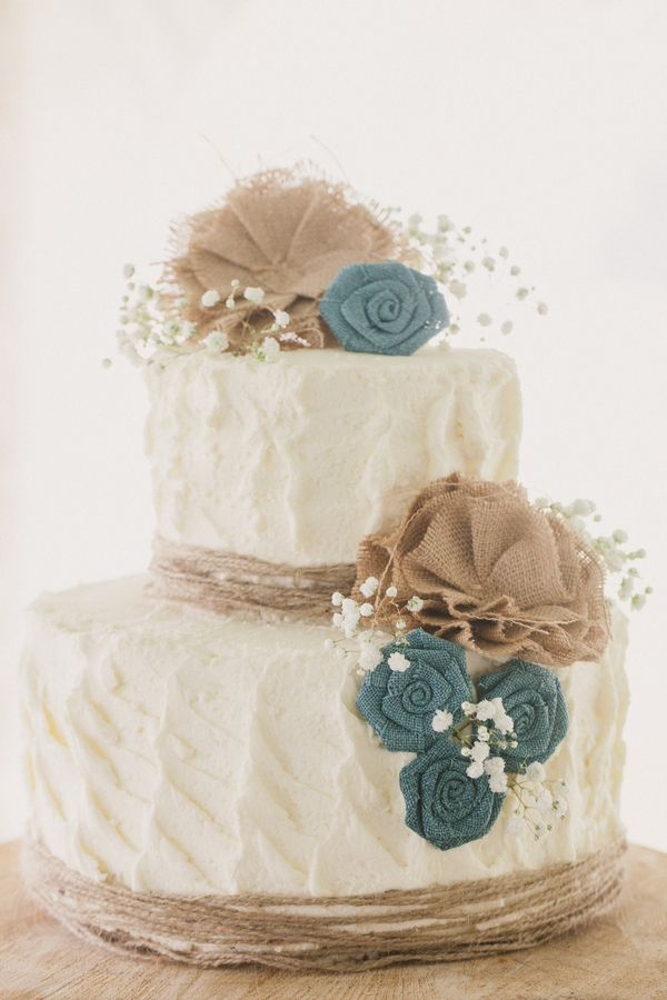 Burlap-Wedding-Cake-Ideas-for-Rustic-Fall-Weddings