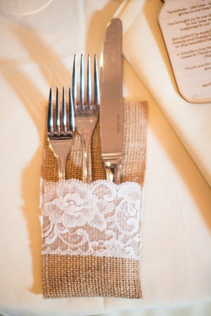 Burlap-Wedding-Table-for-Rustic-Wedding