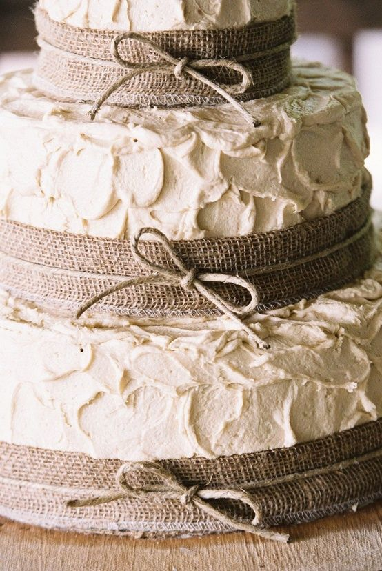 Rustic-Burlap-Wedding-cake