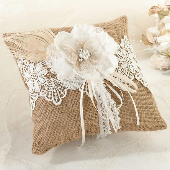 Rustic-Wedding-Ideas-Burlap-and-Lace-Ring-Bearer-Pillow