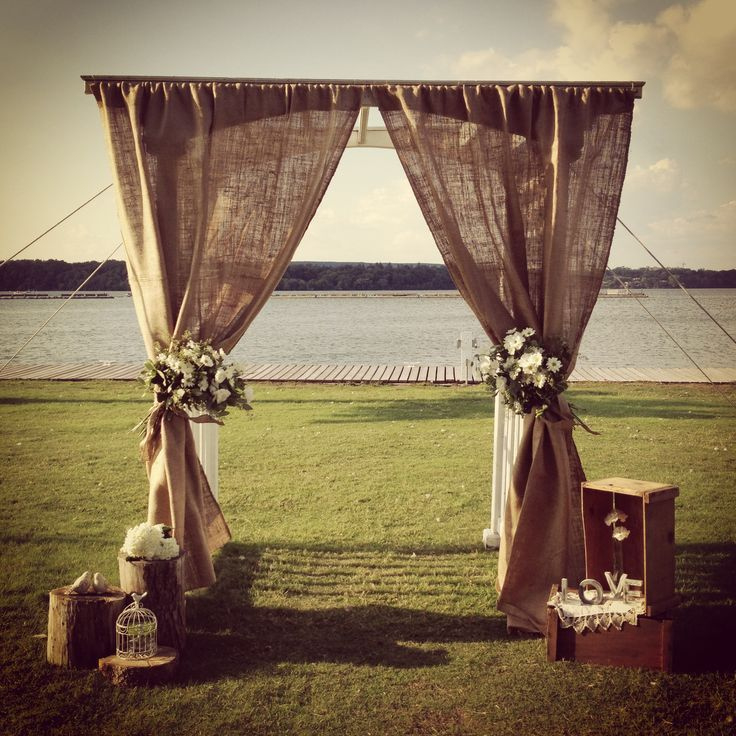 Rustic-wedding-ideas-burlap-wedding-altar-