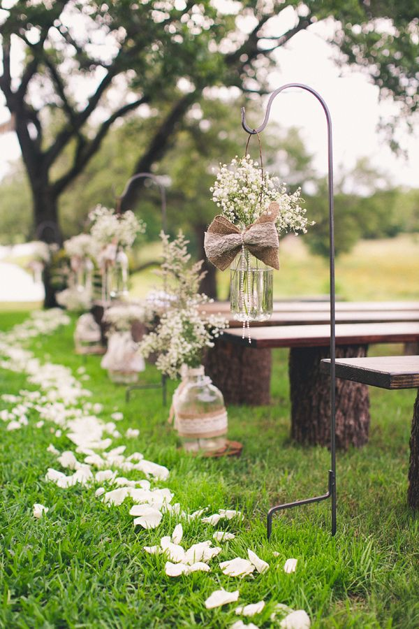 burlap-aisle-runners-for-weddings-with-babys-breath