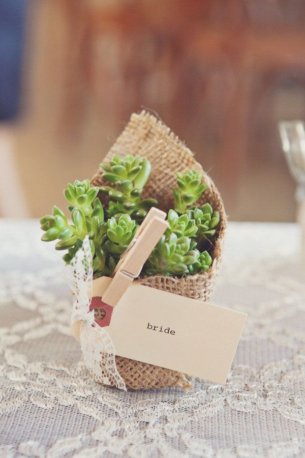 burlap-rustic-wedding-favor-ideas